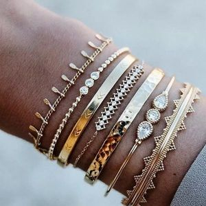 ⚜️[𝟯/$𝟯𝟴]⚜️7 Layered Crystal Gold Bracelet NEW